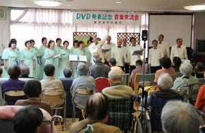 綾部混声合唱団が松寿苑でビデオ披露