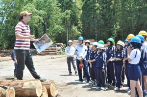 上林中学校の生徒らが京都丹州木材市場などで課外授業