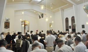 宗教の枠を超えて世界平和を願う「世界平和を祈る綾部市民の集い」が12日に綾部協会で開かれた。
