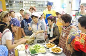 綾部国際交流協会が市ふれあいセンターでタイ料理の講習会を開いた
