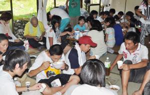 京都生協の「海と虹のプロジェクト」で南三陸町の中学生57人が綾部を訪れ夏休みのひと時を過ごした。