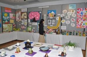 11日までアスパBホールで松寿苑の利用者が制作した作品の展示会が開かれている