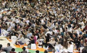21日、大相撲綾部場所が開かれ、市内外から5千人が詰めかけ、大相撲の迫力を体感した。