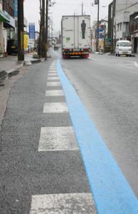 道路の青い線