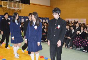 14日、市内の6中学校で卒業式が行われた。338人が卒業。