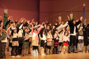 府中丹文化事業団の今年度事業で取り組まれてきた和太鼓とミュージカルの合同発表会が、21日府中丹文化会館で開かれた。
