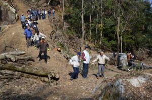 山家地区自治会連合会などが整備を進めてきた「山家立岩・立岩甌穴散策路」お「あやべ観光やな進入路」が完成し、開通式が行われた。