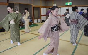 尾上流「菊宣会」によって菊人形音頭の踊りが誕生した。
