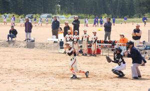 昨年9月の台風被害から復旧した青野町の第2市民グラウンドでは、19日7か月ぶりに子どもたちが野球やサッカーの練習や試合をした。
