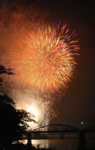 あやべ水無月が今年は7月26日に開催される。今年は危機管理を徹底させる。「ふるさと花火部」は協賛金の受付を始めた。