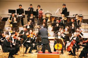 MAF管弦楽団の第33回定期演奏会だ21日、府中丹文化会館で開かれ、日頃の練習の成果を発揮した。