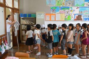 西八田小学校で25日、校内に不審者が侵入した時の対応と避難訓練が行われた。