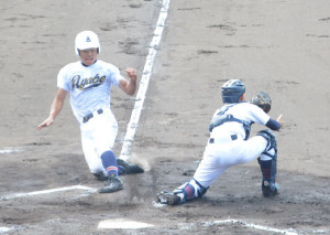 第96回全国高校野球選手権京都大会第9日の20日、綾部は北嵯峨と対戦し1-0で振り切り14年ぶりの8強入りを果たした。