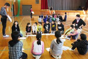 鷹栖町の東綾小学校(木村茂校長、103人)で2日、児童らがお互いに将来の夢を発表し合う集会が開かれ、児童らは自身の夢やそれを達成するための道筋を記した「ドリームマップ」を掲げ、堂々と夢を語った。