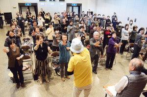 小学生の放課後の居場所づくりに取り組む地域のリーダーや社会教育・学校教育関係者らを対象にした「地域の子育て指導者研修会」が9日、里町の市中央公民館で催された。