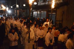 宗教法人・大本の祭礼の中で最大の祭典である「節分大祭」が3日夕から4日未明にかけて、上野町の長生殿を主会場に盛大に開催された。