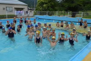 志賀郷町の志賀小学校(高橋正代校長、54人)で30日、「プール開き」があった。