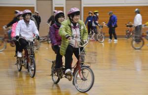 綾部市内では一昨年11月と昨年9月、11月の計3回、タンデム自転車の体験会が開かれた