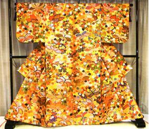 京都・西陣の伝統織物「唐織」の技を生かし、能装束や着物、帯などの作品を手掛けている織布工として、綾部出身の小林作治さん(66)=京都市=がこのほど、厚生労働省から「現代の名工」に選ばれた。小林さんはこれまで培った技術やノウハウを基に新たな技術も用いながら、「人が出来ないと言われるような織物を作りたい」と意欲を燃やしている。
