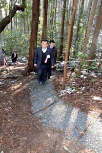 綾部地区の住民にとって最も身近な山である寺山(正式名称=藤山)に新たな登山道が加わった。