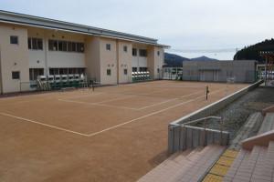 八津合町の上林小中一貫校(小畑学校長、45人)で進められていた最終段階の工事(平成27年度事業)が完了