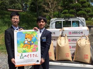 熊本地震の被災地支援の動きが市内でも広がる中、綾部の青年経済人らで構成する綾部青年会議所(綾部JC、高橋悦康理事長、33人)もユニークな支援に取り組む。名称は「米1合プロジェクト」。メンバー有志のカンパを元手に購入した熊本県産米を1合200円で販売し、収益を義援金などに充てようという試みだ。29日に市街地一帯で開催される「あやべ丹の国まつり」では、30万円分に相当する1500合を用意。市民に協力を呼びかけ完売を目指す。