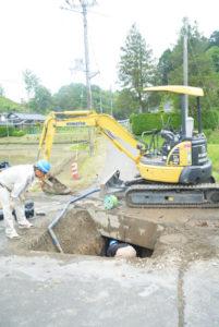 25日午前6時半ごろ、新庄町の市道に埋設されている水道管が破損。この影響で同町の約30戸が断水したほか、物部と志賀郷、豊里3地区にわたる広域で濁水が発生した。