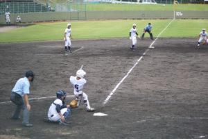 98回全国高校野球選手権京都大会(府高校野球連盟など主催)第3日の12日、綾部はあやべ球場(上杉町)で日星と対戦し、5―7で惜敗した。綾部は最終回に満塁本塁打で2点差に追い上げたものの、初戦で涙を飲んだ。
