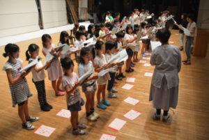 里町の府中丹文化会館で8日から、中丹地域に住む親子らがミュージカルの練習を始めた。