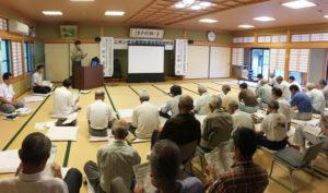 八田地区の住民らを対象にした「ニホンザル被害対策地区別研修会」(府と市主催)が27日、於与岐町の弥山会館で行われた。