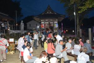 「賞月会(しょうげつかい)」と題したイベントが17日夜、里町の臨済宗佛南寺(渡辺秀山住職)で行われた