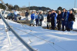 14日からの大雪による農業被害について、府の山田啓二知事が26日、綾部市内を含む府内3カ所の状況を視察した。