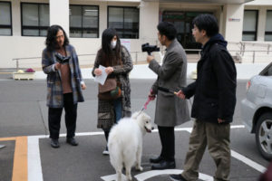お笑いコンビ「ピース」の綾部祐二が先月8日、テレビ番組のロケ撮影で初めて綾部市を訪れた。