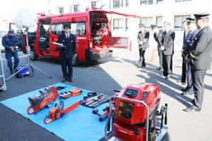 市は今年度、救急資機材や小型動力ポンプなどを搭載した多機能車1台を総務省消防庁から無償で借りられることになり、7日には市に配備された車両が市消防団(白波瀬博之団長)へ引き渡された。