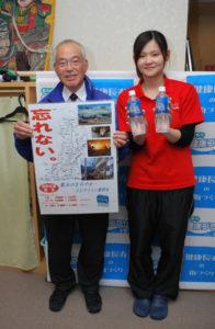 東日本大震災の被災地支援を地道に続けている企業がある。青野町であやべ健康プラザを運営する第3セクター会社「水夢」だ。宮城県大崎市の企業が製造するミネラルウオーターを仕入れて販売しているもので、6年前から支援を始めた同社の小室幹雄会長は「この活動は今後も続けていく。