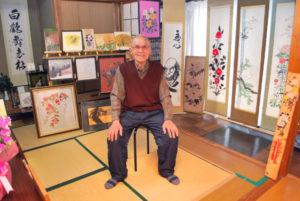 今も意欲的に創作活動を続けている久後寛次さん(92)=東山町=が、自宅を会場に水彩画の作品展を開いている