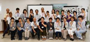 川糸町の市福祉ホールで13日、生活・介護支援サポーター(ゴールド・サポーター=Gサポ)の第17期養成講座の修了式があり、受講生19人に修了証書とGサポの証(あかし)である「ゴールドリング」が手渡された。