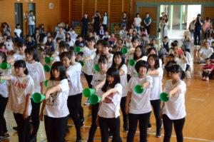 学校と地域の「共育(教育)力アップ」を目指す第14回「吉美小 元気まつり」が18日に有岡町の吉美小学校で開かれ、残り少なくなった夏休みの一日を子どもたちは有意義に過ごした。