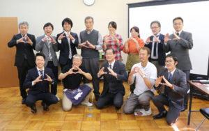 「綾部むすび」を企画したのは、「海の京都DMO」の活動の一環としてこの春に立ち上げた「綾部観光地域づくり推進委員会」(井田新一委員長)。府北部の観光地を目指して綾部を〝通過〟している観光客を綾部に呼び込むための新たな名物料理として開発した。