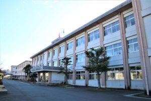あやべ市民新聞社は昨年末、綾部高校の3年生295人を対象にアンケートを実施した。人生の岐路に立った「18歳のキモチ」に5回の連載で迫る。