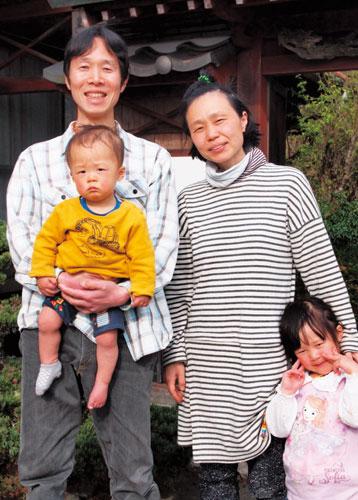 2002年に大阪府高槻市から綾部に移住。その後に結婚し、子どもが出来たことでそれまでのアパート暮らしが窮屈になった。知人の紹介で巡り合った一軒家を購入し、17年に今の場所へ越してきた。