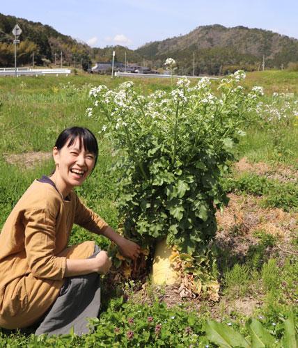 西方町で農家民泊「ぼっかって」を経営する加納昭文さん(43)・まゆ香さん(40)ご夫婦。今回まゆ香さんに話をうかがった。
