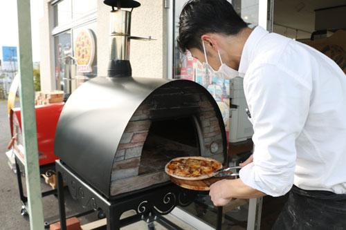 高津町のカフェ「パティシエ・ノリ」高津店が3日から、金・土・日曜限定で午後9時まで営業時間を延長し、「夜ごはん」の提供を始める。新型コロナウイルスによる飲食業界への逆風の長期化が心配される中、積極的な攻めの一手で店を盛り上げたい考えだ。