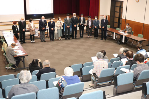 123のボランティア団体(延べ2625人)が登録する「あやべボランティア総合センター」(前田道子運営委員長)の定期総会が16日、西町1丁目のI・Tビル多目的ホールで開かれ、2カ年計画で策定を進めてきた同センターの第2次基本計画(2021~2030年)が発表された。