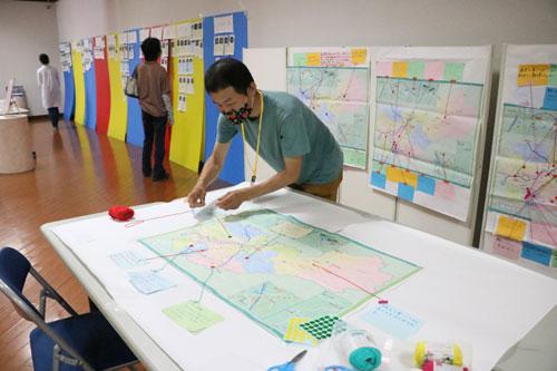 「あなたの大切にしたいものは何ですか?」というテーマに沿った参加型アート展示「あなたの大切展」が10、11の両日、青野町のグンゼ博物苑・集蔵で開かれ、来場者も参加できる5つの展示が会場を彩った。