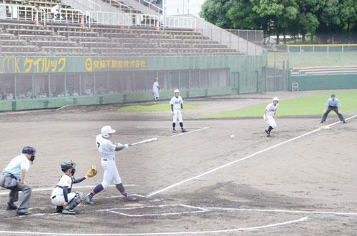 第103回「全国高校野球選手権京都大会」で2回戦に進んだ綾部は14日、わかさスタジアム京都(京都市右京区)で舞鶴高専と対戦。投打がかみ合って、12―0の5回コールドで3回戦進出を決めた。